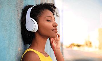 woman-headphone.png
